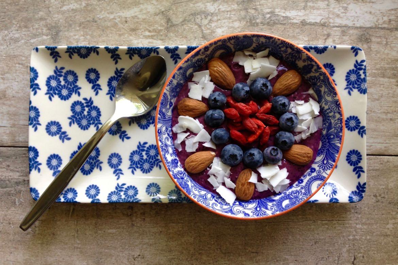 Bol smoothie aux petits fruits d'été