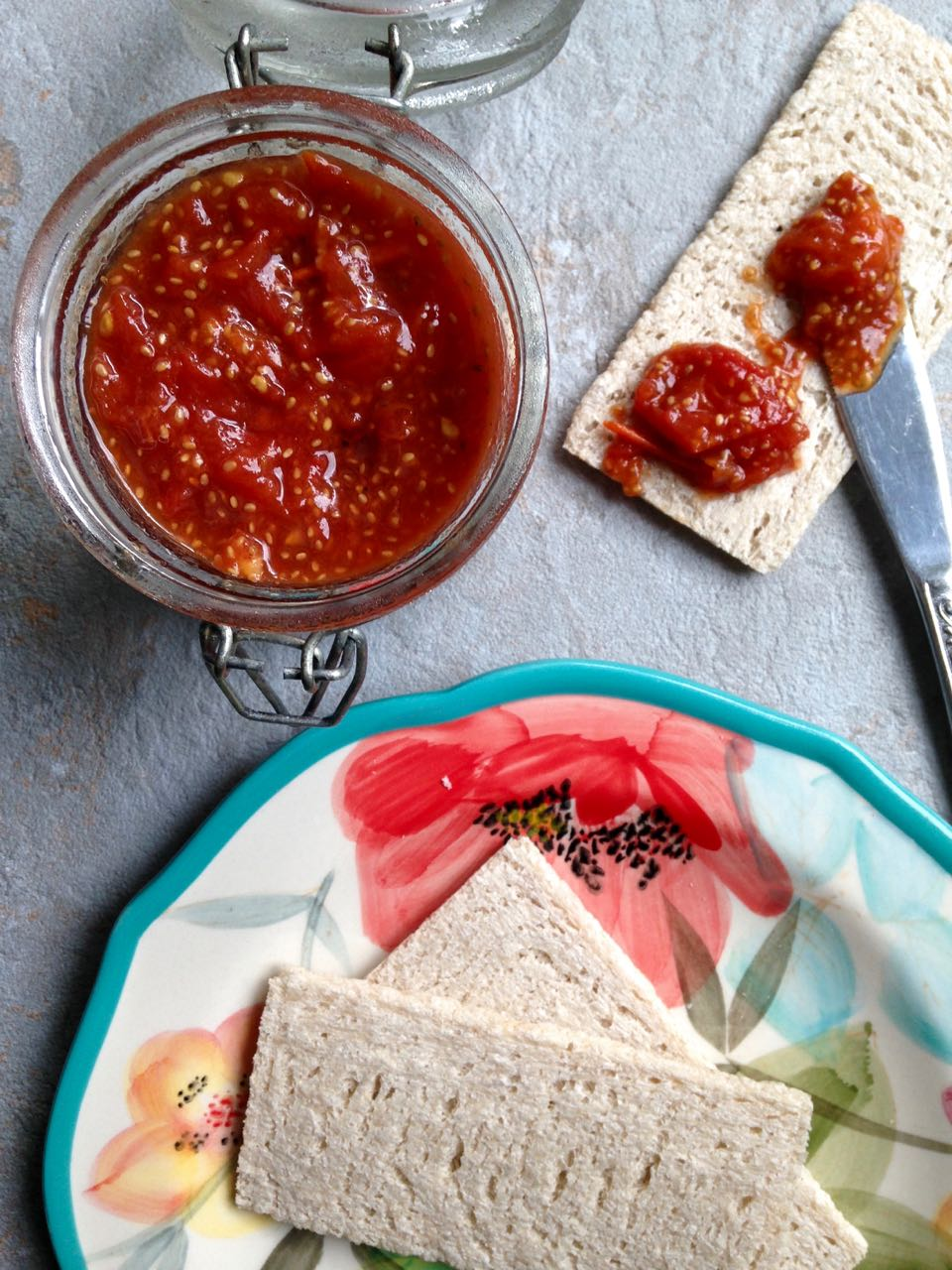 confiture de tomates couteau
