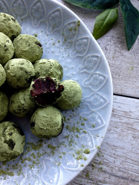 truffes thé vert dans assiette