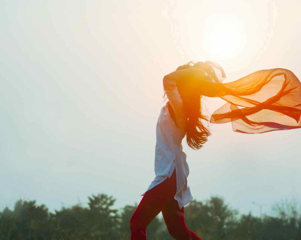 femme printemps soleil