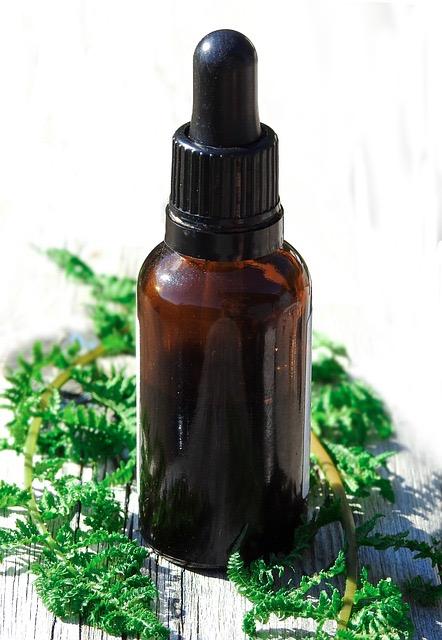 huiles essentielles en bouteille