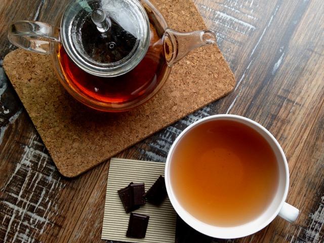 thé-vert-et-chocolat-noir