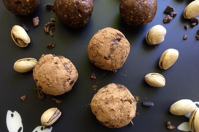 boules-énergie-cacao-dattes-pistaches-amandes