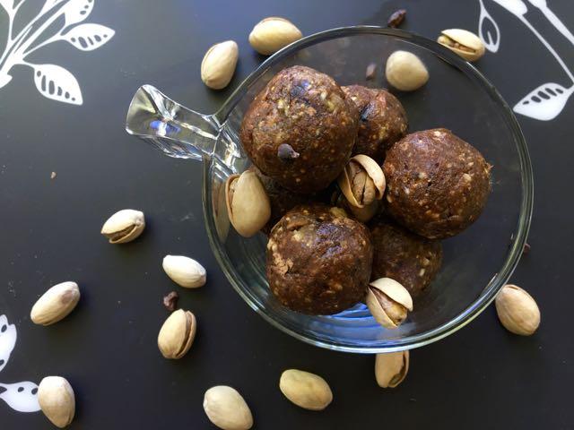 boules-d'énergie-cacao-dattes-pistaches