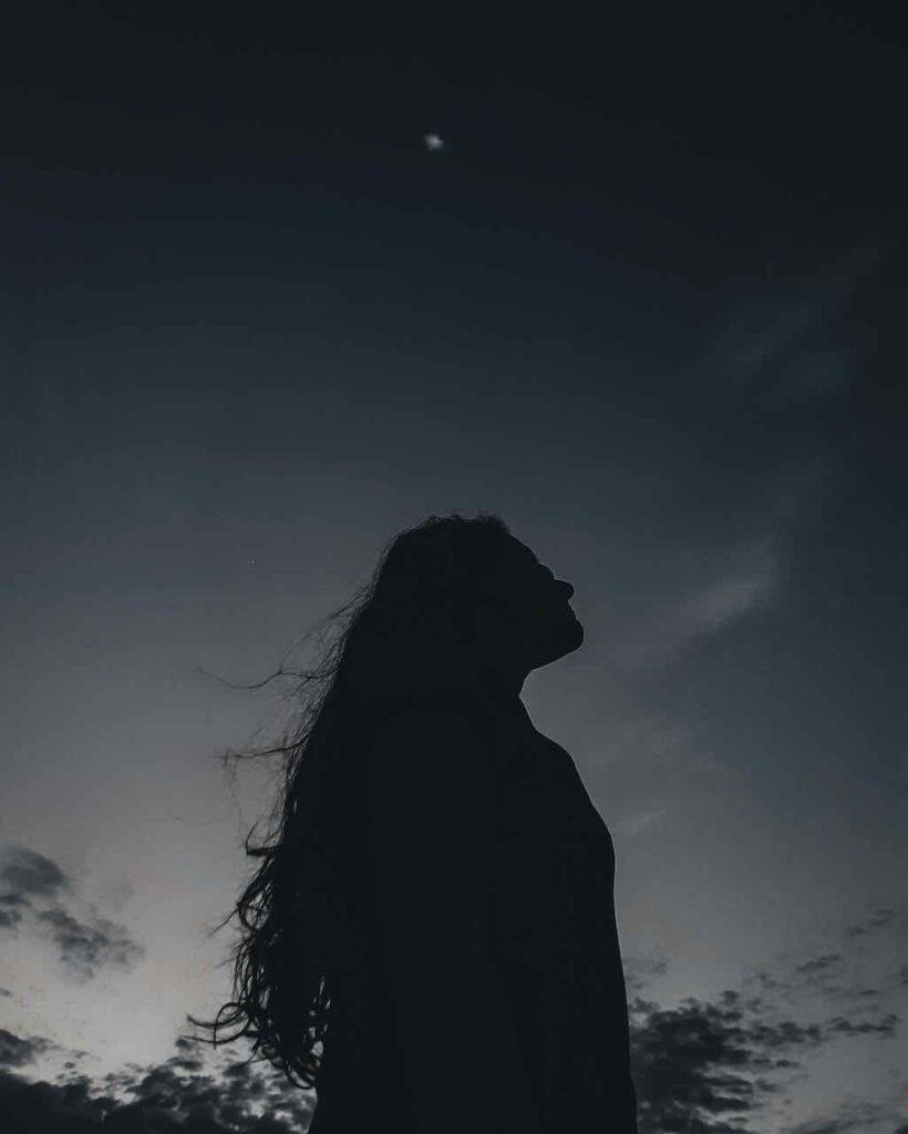 nouvelle lune ciel femme
