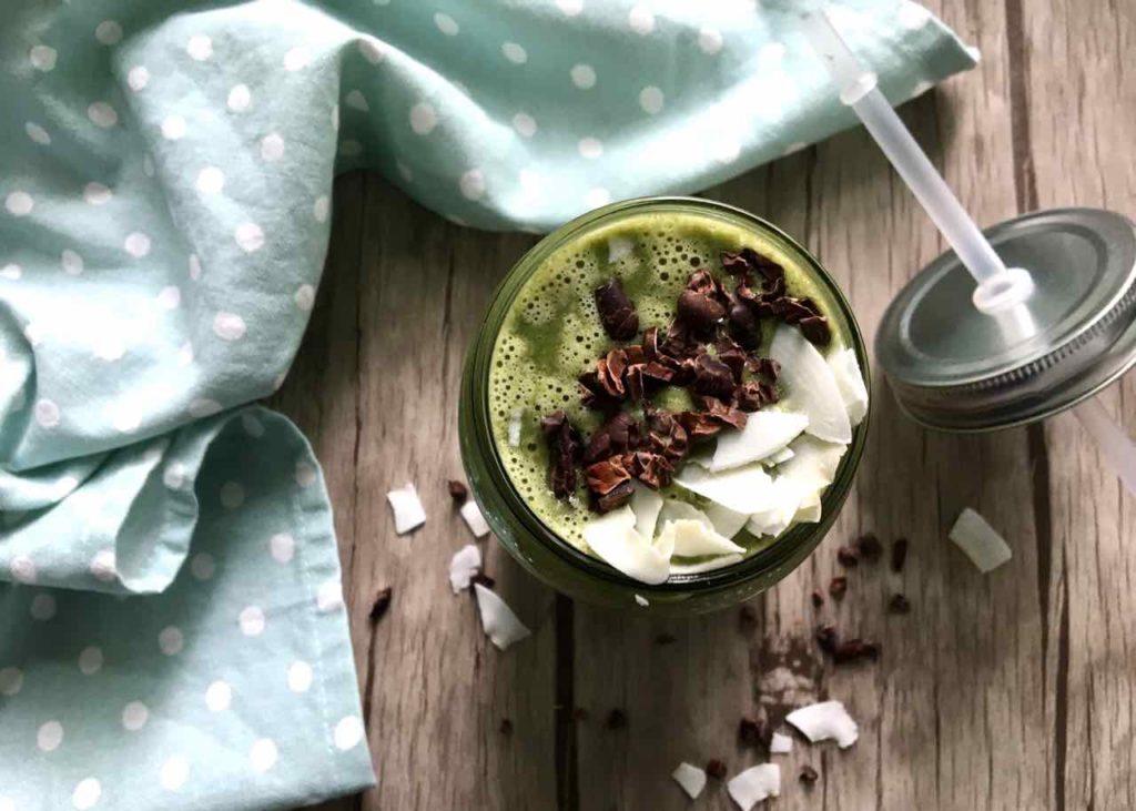 smoothie vert pot paille