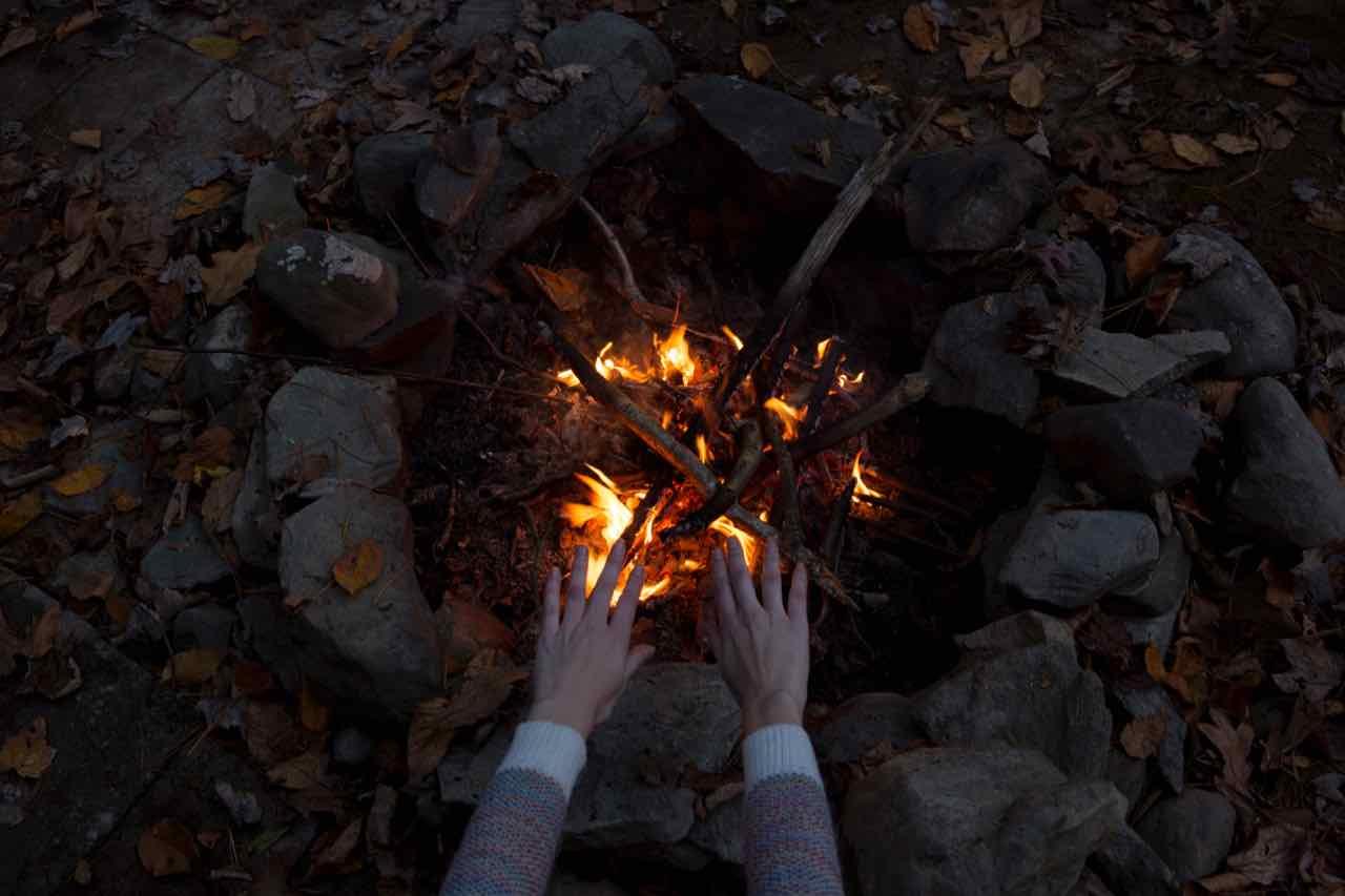 cercle des femmes rituel pleine lune flammes